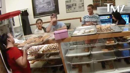 ariana-grande-doughnuts