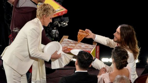 Ellen gives Oscar-winner Jared Leto pizza.