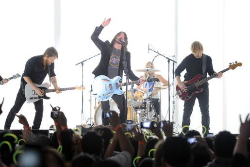 Dave Grohl and the Foo Fighters rocking out.