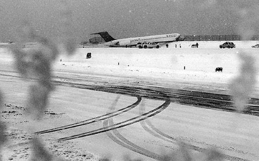 plane-slides-off-runway-laguardia
