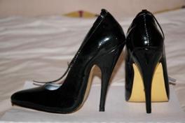 stilettos-heels.JPG