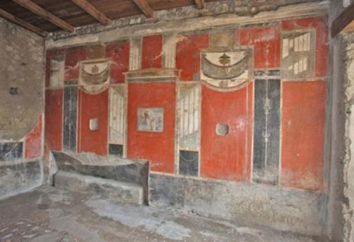 triclinium-pompeii.jpg