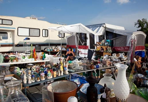 Business Booms At The World's Largest Yardsale » Popular ...